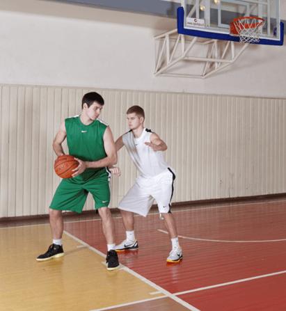 Stovėsenos poza gynybai ir paruošdamas abi rankas - IBUtraining